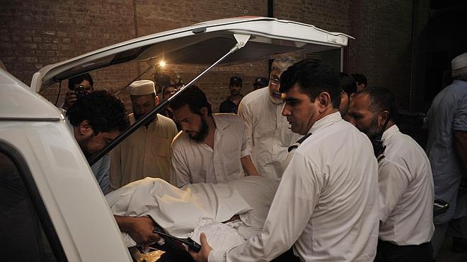 Un muerto y dos heridos por el ataque a un avión en Pakistán