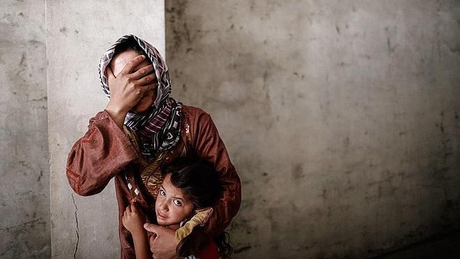 HRW denuncia violaciones y torturas a mujeres por parte del régimen sirio y de los rebeldes
