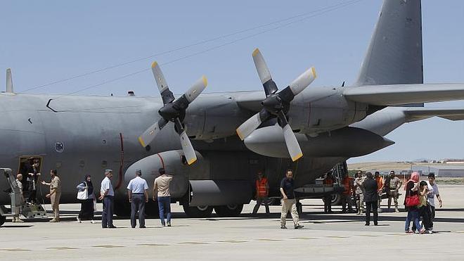 España evacua de Libia a sus nacionales, incluido el embajador