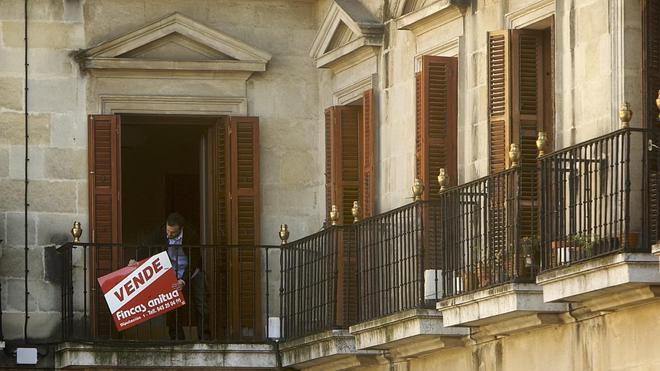 ¿Vende una vivienda? Si se retrasa a 2015 le golpeará el 'hachazo fiscal'