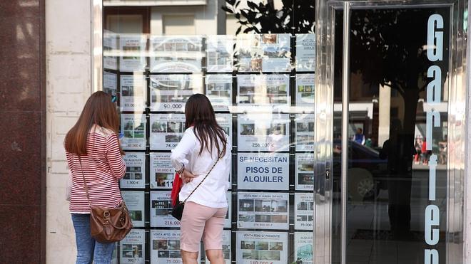 La compraventa de viviendas repuntó casi un 14% en agosto