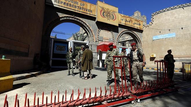 Emiratos Árabes anuncia la muerte de 50 soldados en una explosión en Yemen