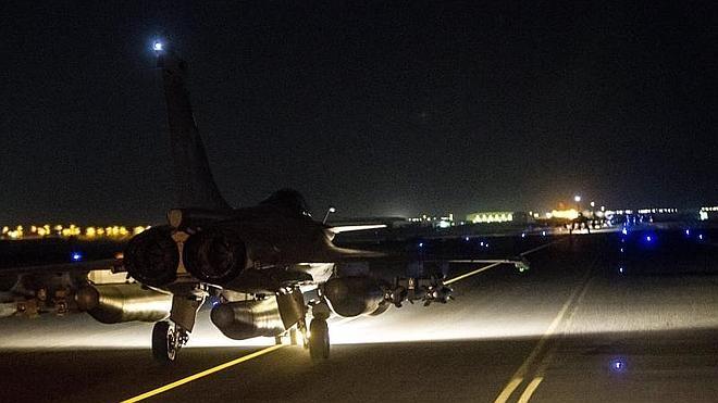 Francia lanza un nuevo ataque aéreo sobre Raqa, bastión del Estado Islámico