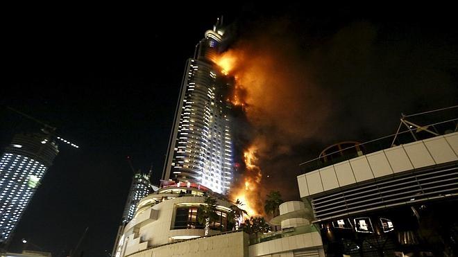 Impresionante incendio en Dubái antes del fin de año