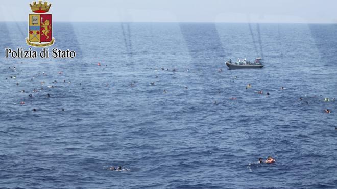 Salvan a más de 5.600 migrantes en el Mediterráneo en un solo día