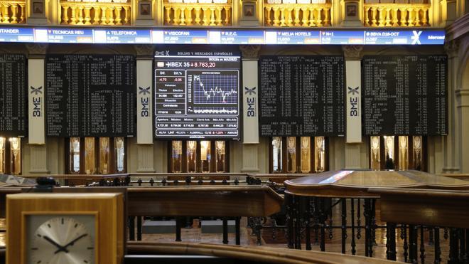 La Bolsa recupera los 8.800 animada por la banca