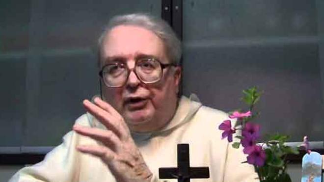 Radio María cesa al cura que vio «castigo divino» en el seísmo de Italia por el matrimonio gay