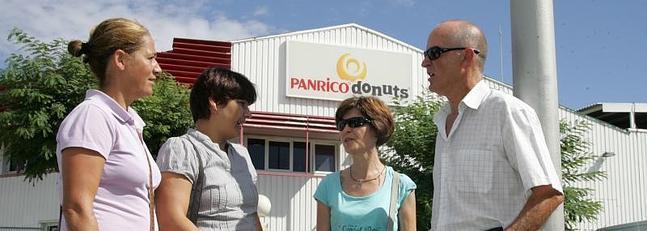 Los trabajadores de Panrico protestan en la puerta de la fábrica