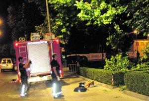 Herido un menor de edad al golpearle en la cabeza un contenedor que un tornado lanzó por los aires