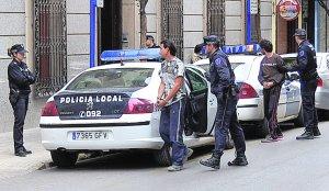 Tres detenidos por el robo de hierro en una finca de viñedos