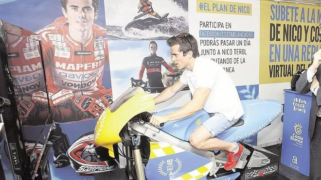 El Patronato de Turismo renueva el patrocinio con el piloto Nico Terol