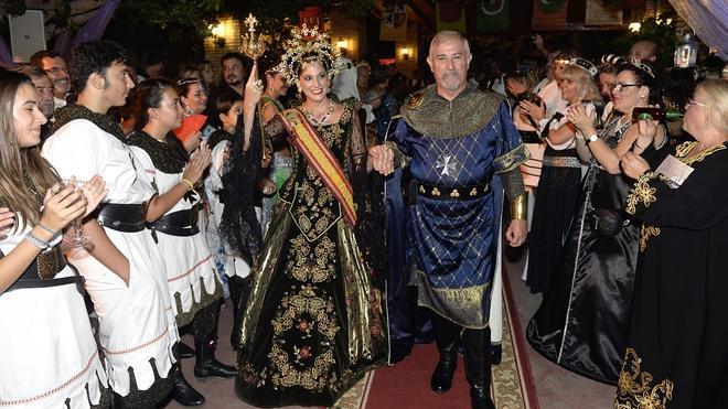 Moros y Cristianos dan incio a sus fiestas con una cena medieval