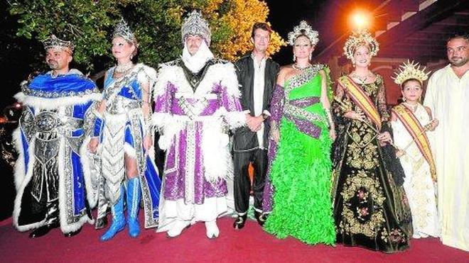 Festeros del medievo con sus mejores galas