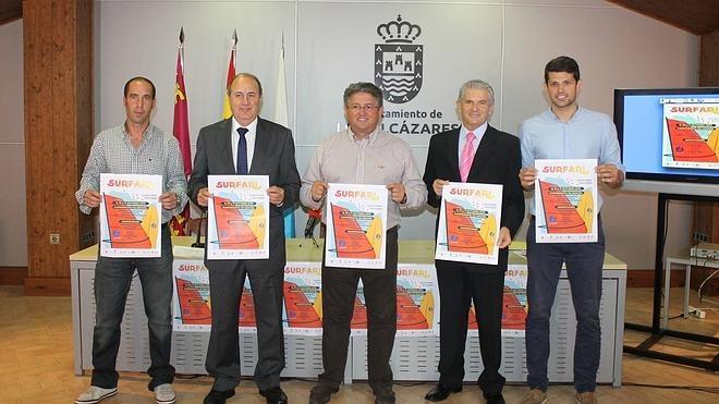 Los Alcázares se convierte en referente para aficionados al windsurf y al paddle surf