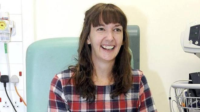 Detectan ébola en la enfermera británica que lo superó el pasado enero