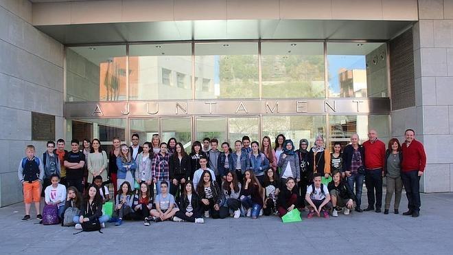 El ayuntamiento recibe a 32 estudiantes de secundaria que participan en un programa europeo