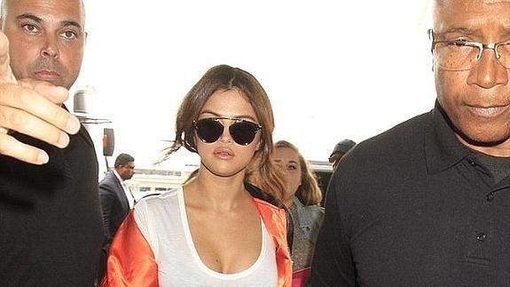 27bdecde79 Selena Gomez se monta su propia fiesta privada con tres amigos